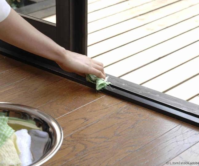 Cum reparăm o ușă glisantă sau o fereastră blocată